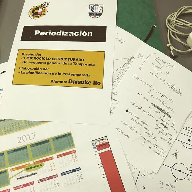 #監督学校 の #課題 が最終段階。クラブの1シーズン、プレシーズン、1週間のスケジュール作り。練習内容もがっつり入れないといけないので、結構時間かかりました。 #uefaライセンス #コーチングスクール #コーチングライセンス #サッカー #サッカーコーチ #スペイン #サッカー留学 #スペイン留学 #海外留学